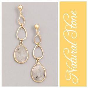 Jewelry - NWT Natural Stone Chain Drop Earrings Gray/Gold